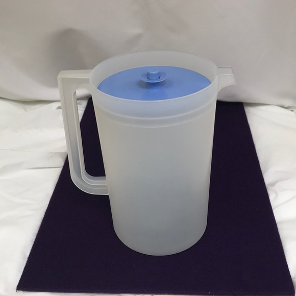 Tupperware Frosted 1 Gallon Pitcher #1416 & Lid